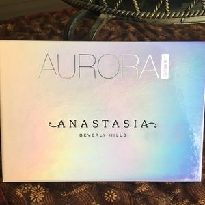 Anastasia Beverly Hills Aurora glow kit highlight